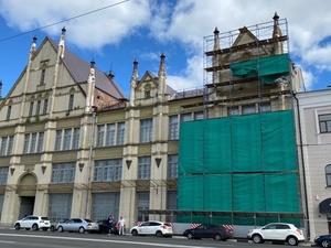 Контракт на реставрацию фасада фабрики «Маяк» на Нижне-Волжской набережной заключат 28 ноября