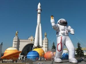 Черная икра и «космический» хлеб: чем на самом деле кормят космонавтов на МКС