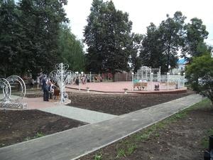 Романтическую фотозону и световой фонтан установили в парке Спасского района