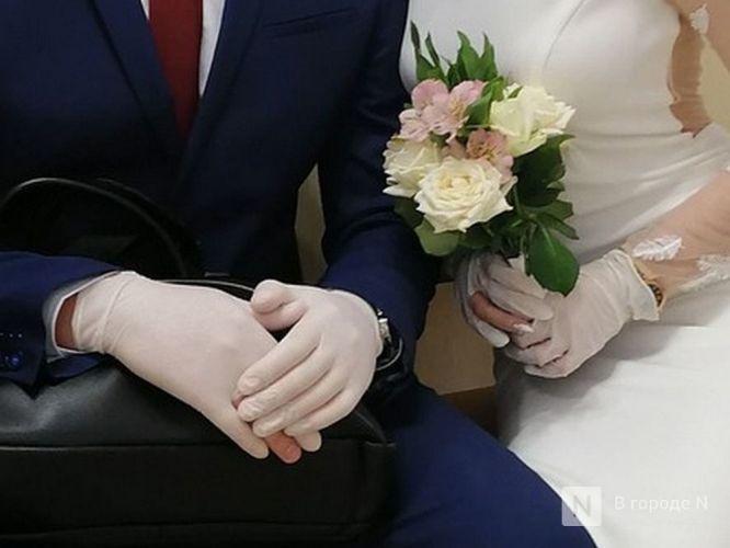 Кольцо на перчатку и никаких поцелуев: как проходят нижегородские свадьбы в пандемию - фото 4