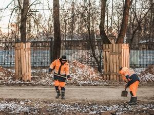 40 секций исторической ограды парка «Швейцария» отреставрировали