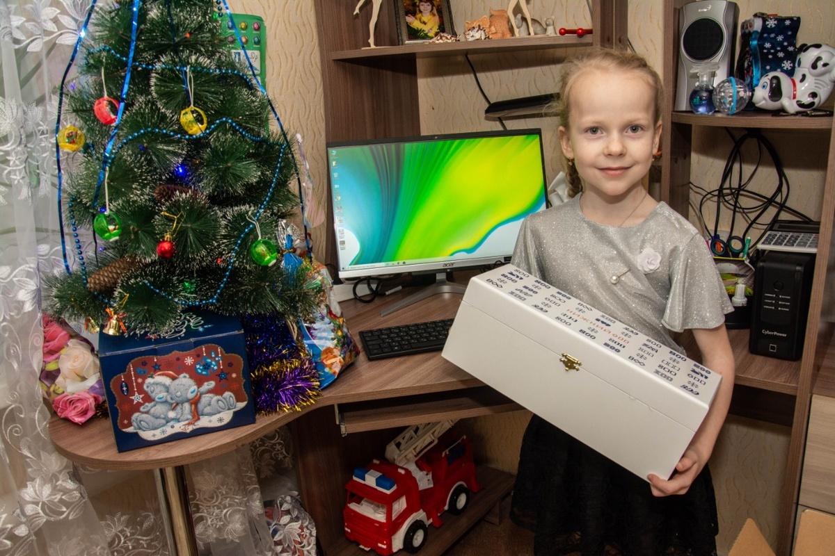 Девочке из Семенова подарили компьютер в рамках акции «Елка желаний» - фото 1