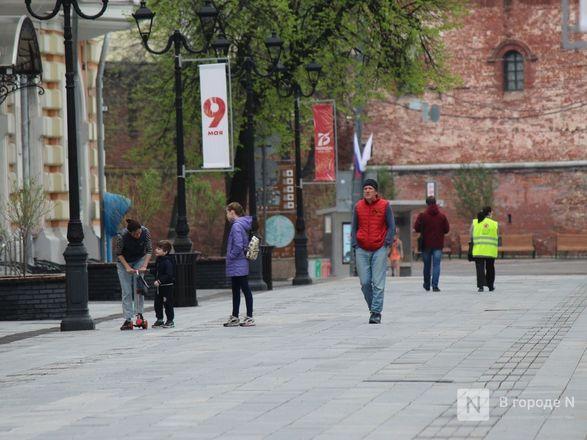 Пустые улицы и «Бессмертный полк» на балконах - фото 43