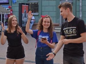 В погоне за призами Димы Билана нижегородцы оделись в духе 90-х и звонили с таксофонов