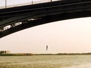 Нижегородский пранкер Илья Молодцов опубликовал видео собственного прыжка с Канавинского моста