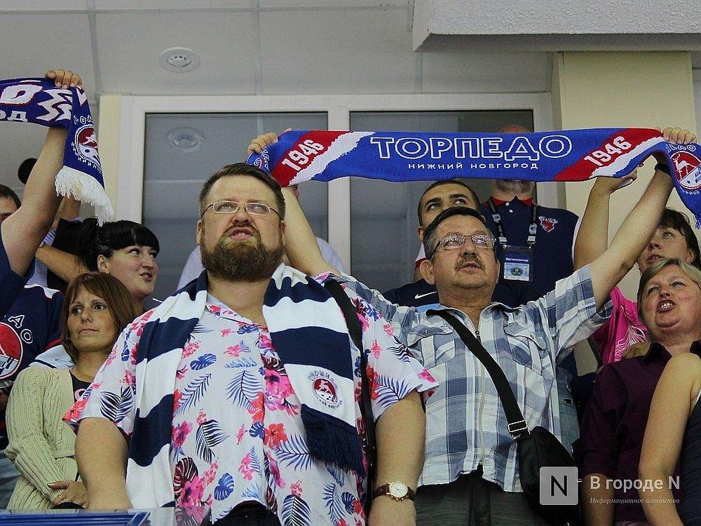 Болельщики нижегородского «Торпедо» споют военные песни на матче с хабаровским «Амуром» - фото 1