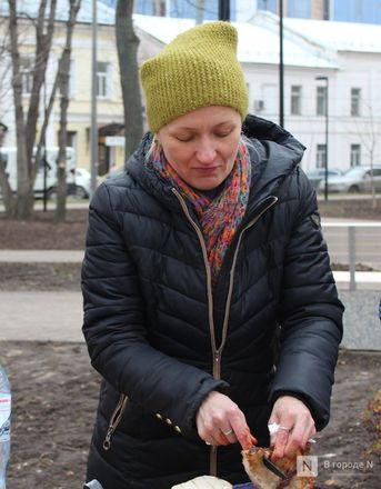 Чемпионы по поеданию ребрышек съели порцию за три минуты в Чернопрудском сквере - фото 14