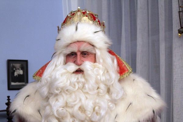 «Мне жалуются на коммунальщиков и просят наколдовать спутника жизни», — Дед Мороз
