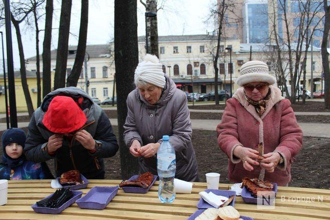 Чемпионы по поеданию ребрышек съели порцию за три минуты в Чернопрудском сквере - фото 31