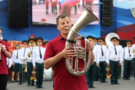 Фестивали духовых оркестров и Дружбы народов прошли в Нижнем Новгороде в День России