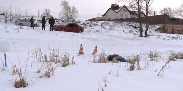 Мужчина попал в аварию и насмерть замерз в снегу в Дзержинске - фото 1