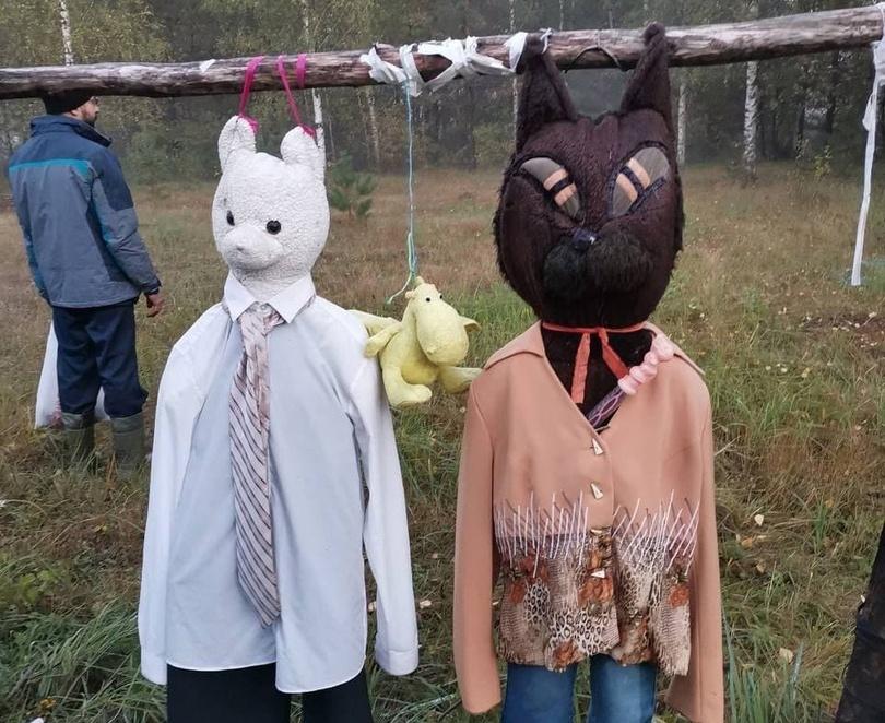 Поляну с повешенными ростовыми куклами нашли грибники в арзамасском лесу - фото 1