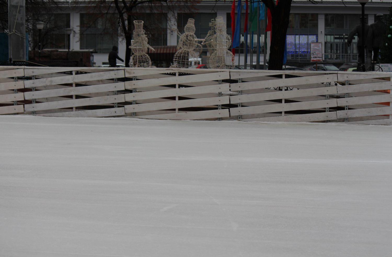 Бесплатный каток сискусственным льдом открылся наплощади Маркина