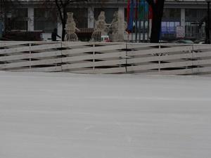 Каток с искусственным льдом открылся на площади Маркина