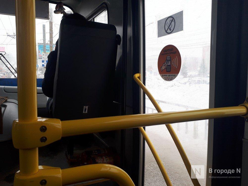 Четыре человека пострадали при столкновении маршрутки № 98 и грузовика в Нижнем Новгороде - фото 1