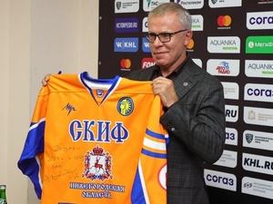 Фетисов оставил автограф на клубном свитере нижегородского СКИФа