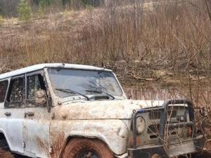 Троих рыбаков обнаружили мертвыми в УАЗе на мелководье реки Шукшум