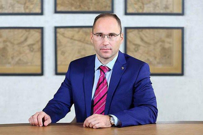 Кипрская компания намерена взыскать с депутата нижегородского парламента Александра Шаронова 2,4 млн рублей - фото 1